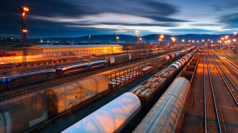 Железнодорожным вагоном